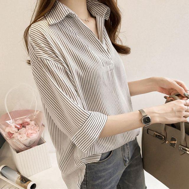 W 핏이 예쁜 여자 스트라이프 7부 캐주얼 브이넥 셔츠