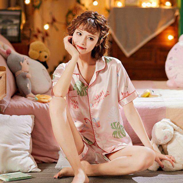 W 귀여운 필라밍고 캐주얼 카라형 부드러운 여자 잠옷