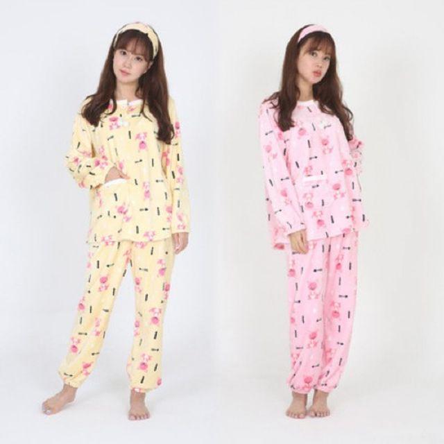 5c39db02f2d 이미지 확대보기TRAINNINGWEAR 캥거루 밍크 수면잠옷세트-헤어밴드포