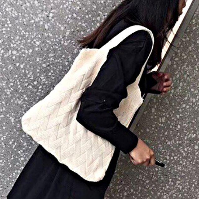 W 유니크한 해링본 무늬 무지 숄더 토트 니트가방
