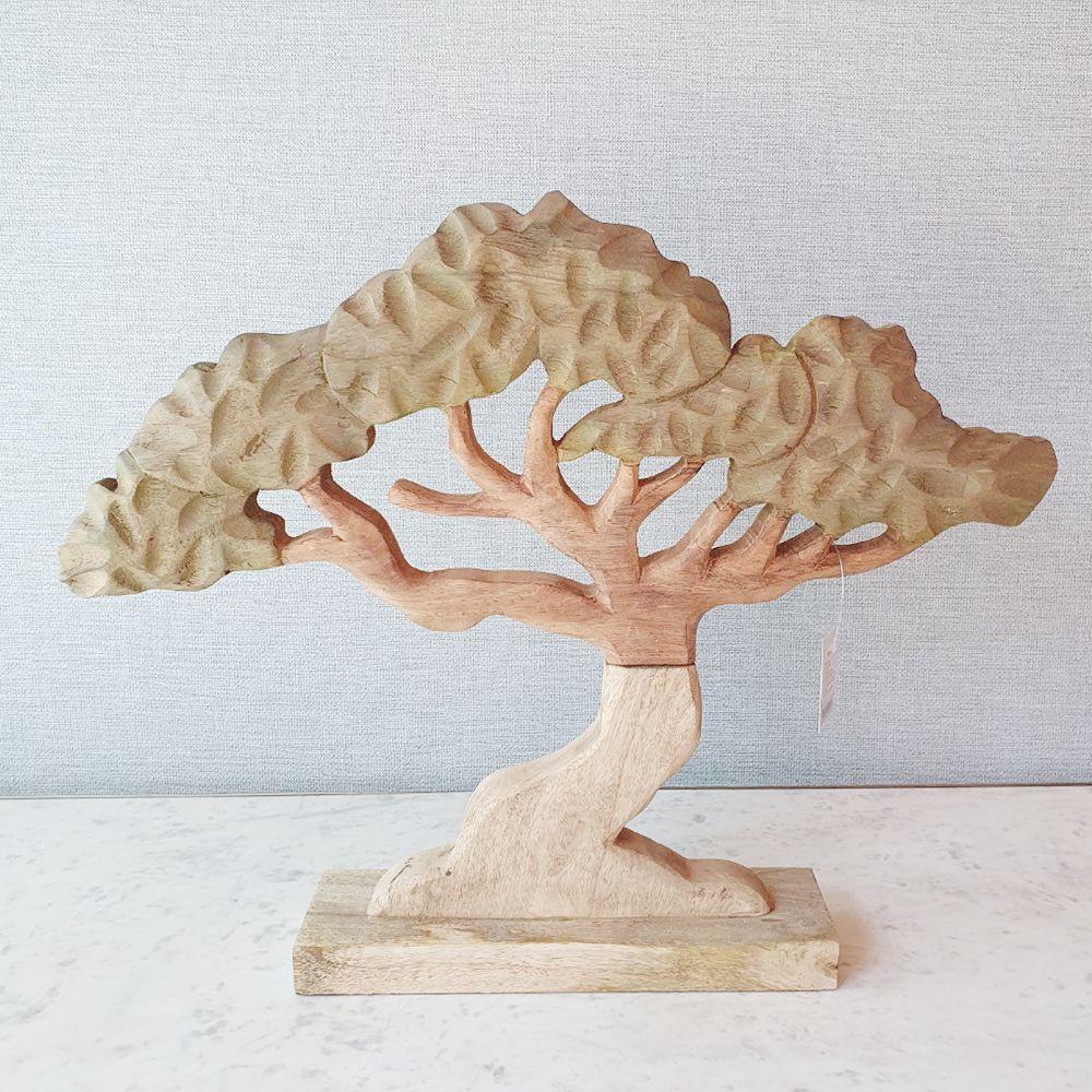 끌로 만든 나무장식 나무 인테리어