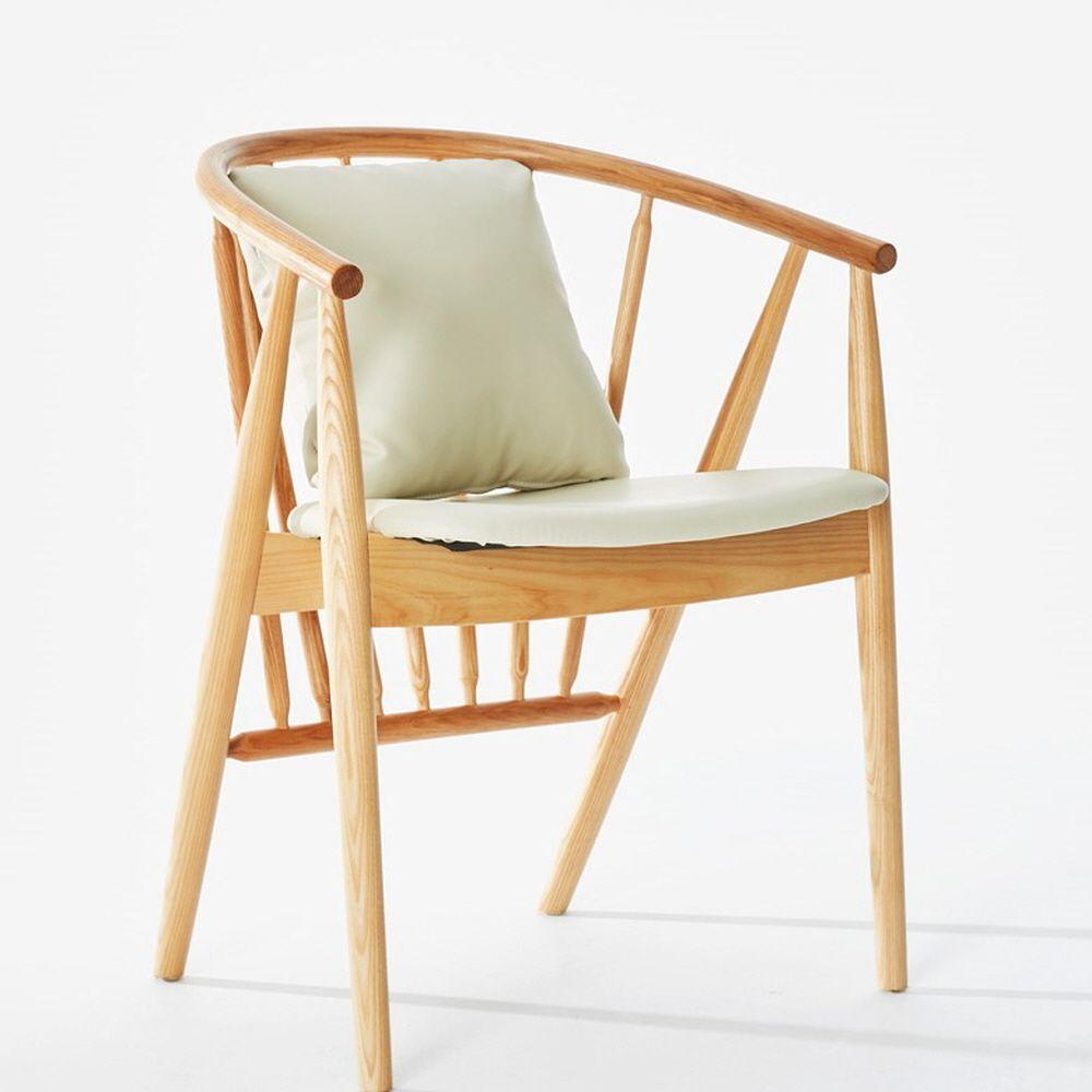 테라스 홈카페 인테리어 고급스러운 원목 쿠션 의자