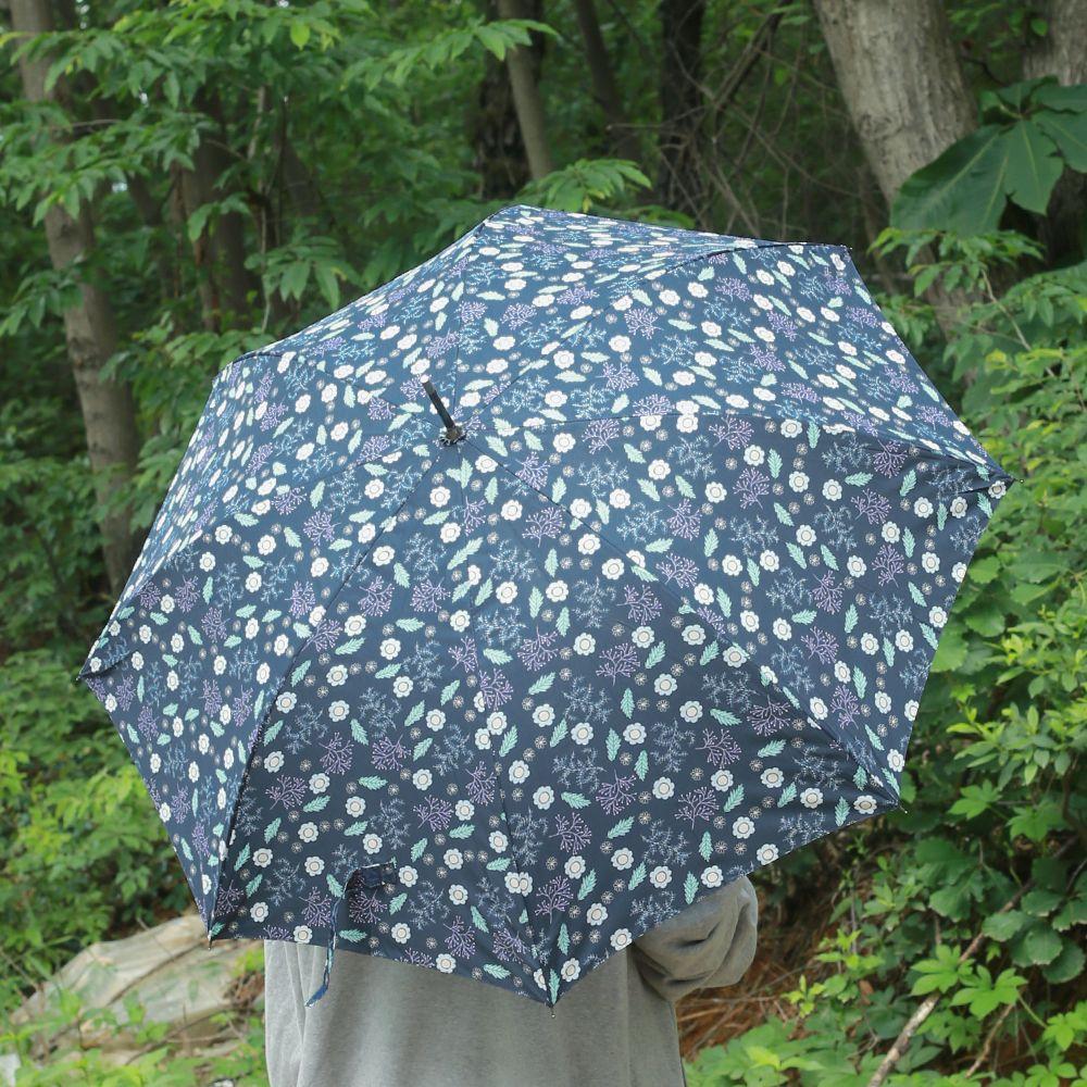 컬러와 패턴이 돋보이는 우산